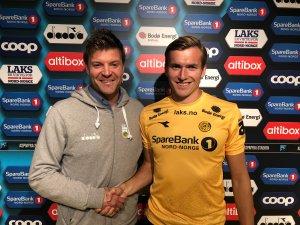 Aasmund Bjørkan og Morten Konradsen etter signeringen.