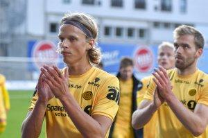 Ulrik Saltnes og Brede Moe på vei i garderoben etter kampen mot Odd.