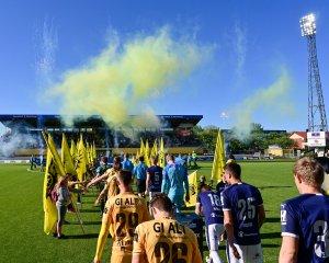 Innmarsj før kampen mellom Bodø/Glimt og Strømsgodset på Aspmyra.