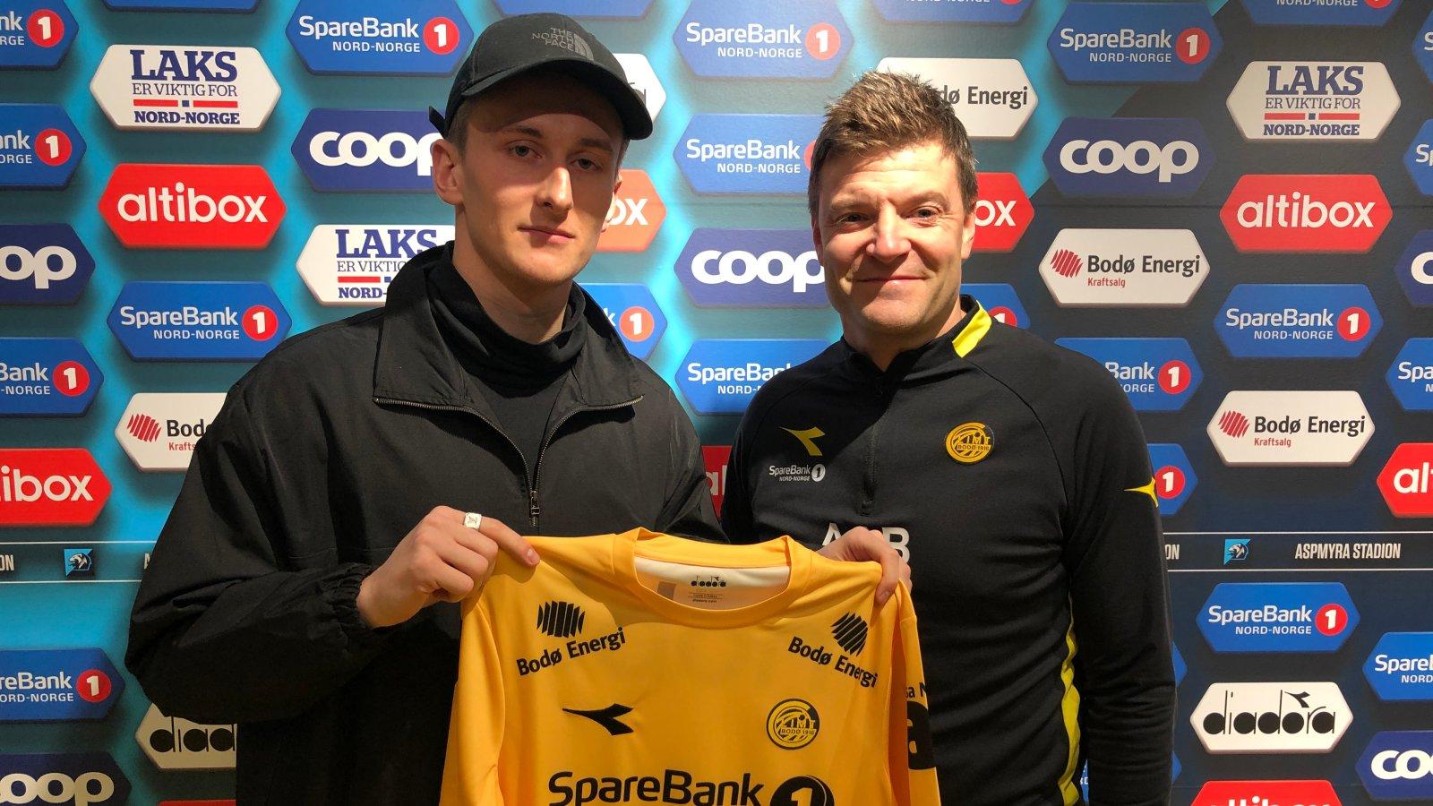 Erlend Dahl Reitan og sportslig leder Aasmund Bjørkan er fornøyde med signeringen.