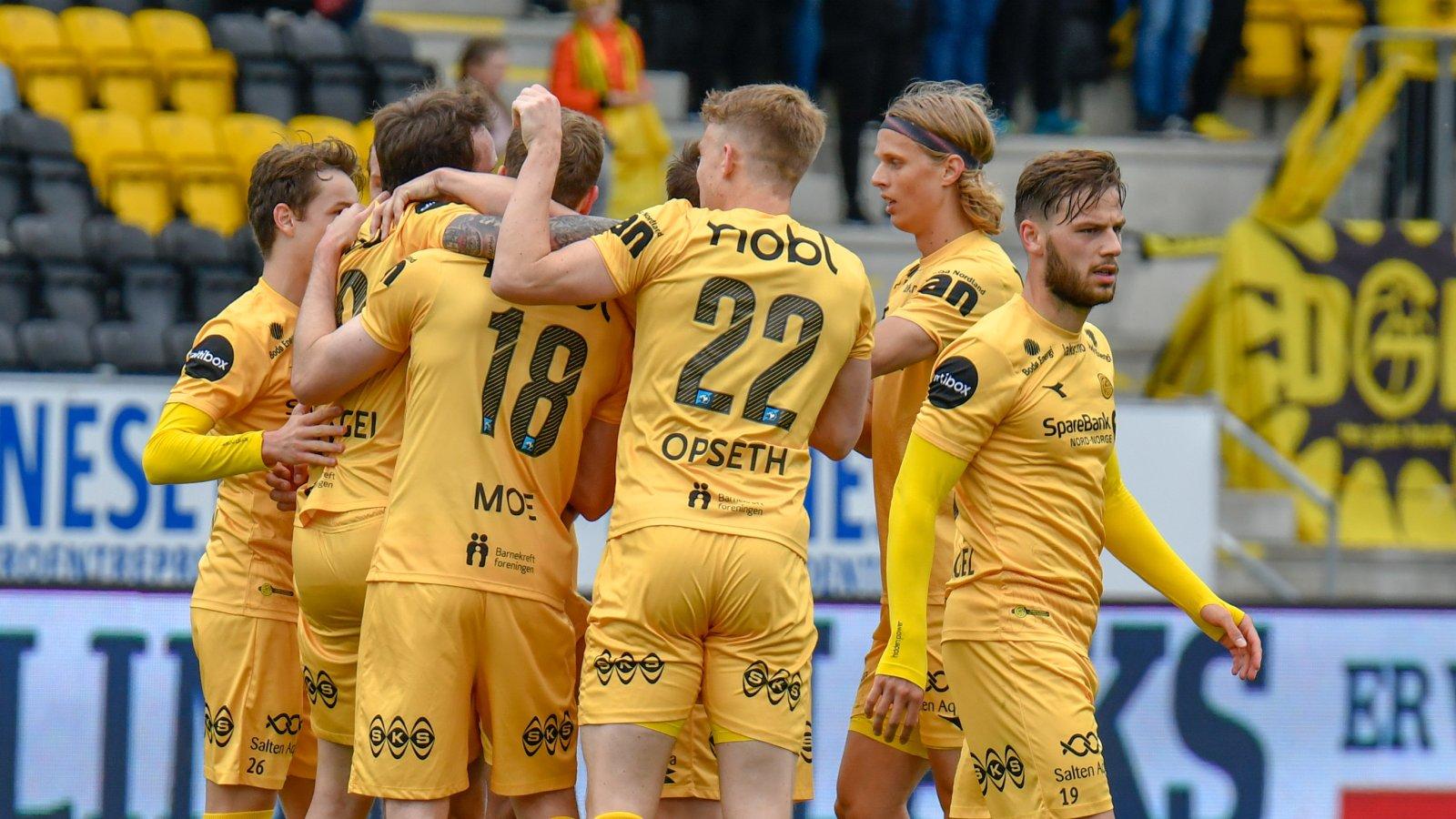 Bodø/Glimt feirer etter at José Àngel satt ballen i mål og utlignet til 1-1 i kampen mot Sandefjord.
