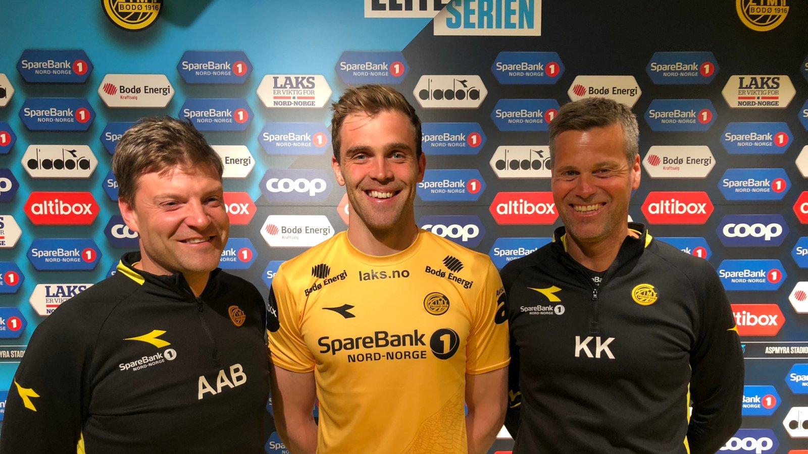 Aasmund Bjørkan, Brede Mathias Moe og Kjetil Knutsen etter signeringen.