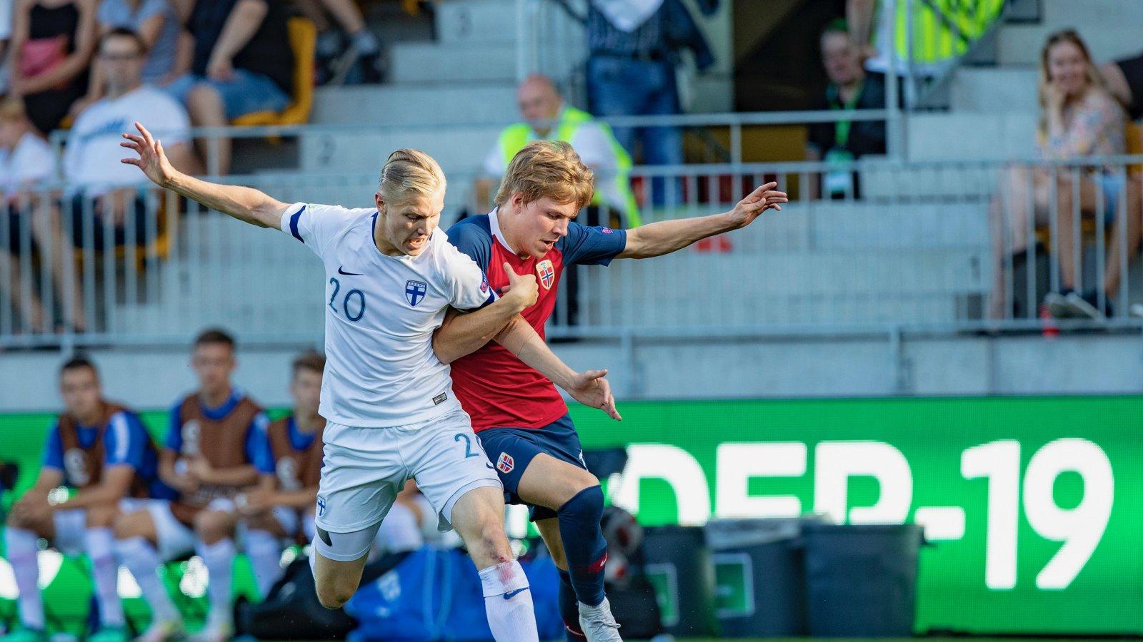 Jens Petter Hauge i aksjon under U19-kampen mot England.