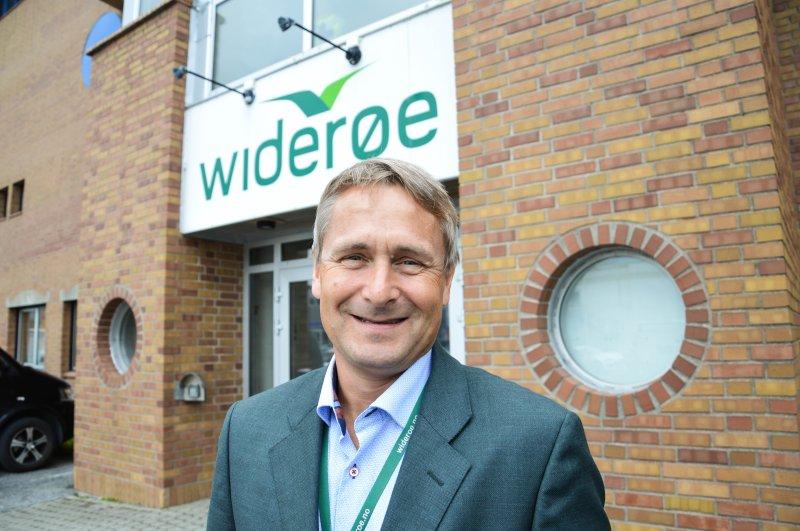 Administrerende direktør Stein Nilsen foran hovedkontoret i Bodø. Foto: Lise Fagerbakk, innholdsprodusent i Avisa Nordland