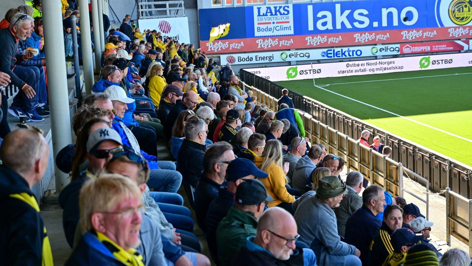 Publikum klare til kamp mot Strømsgodset.
