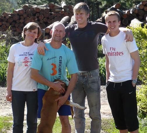 FAMILIEN FRIEDRICH: Fra venstre: Roseli (mor), Jorge (far), Douglas (bror) og Ricardo.