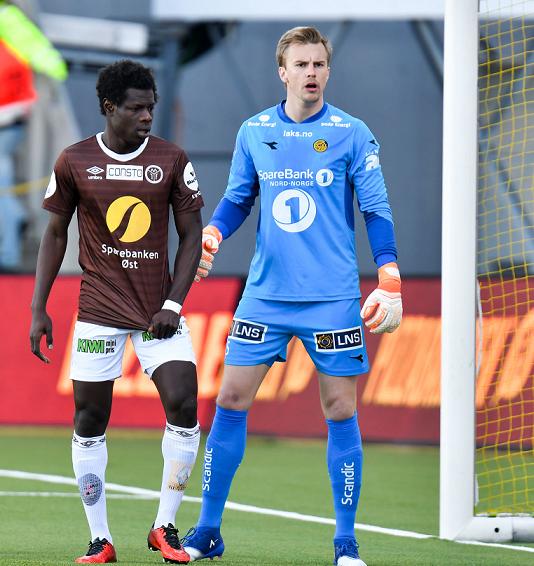 LEVENDE VEGG: Bodø/Glimt slo Mjøndalen 1-0 på Aspmyra tidligere i år. Ricardo holdt nullen mot Ousseynou Boye og resten av Mjøndalen-spillerne. FOTO: Kent Even Grundstad