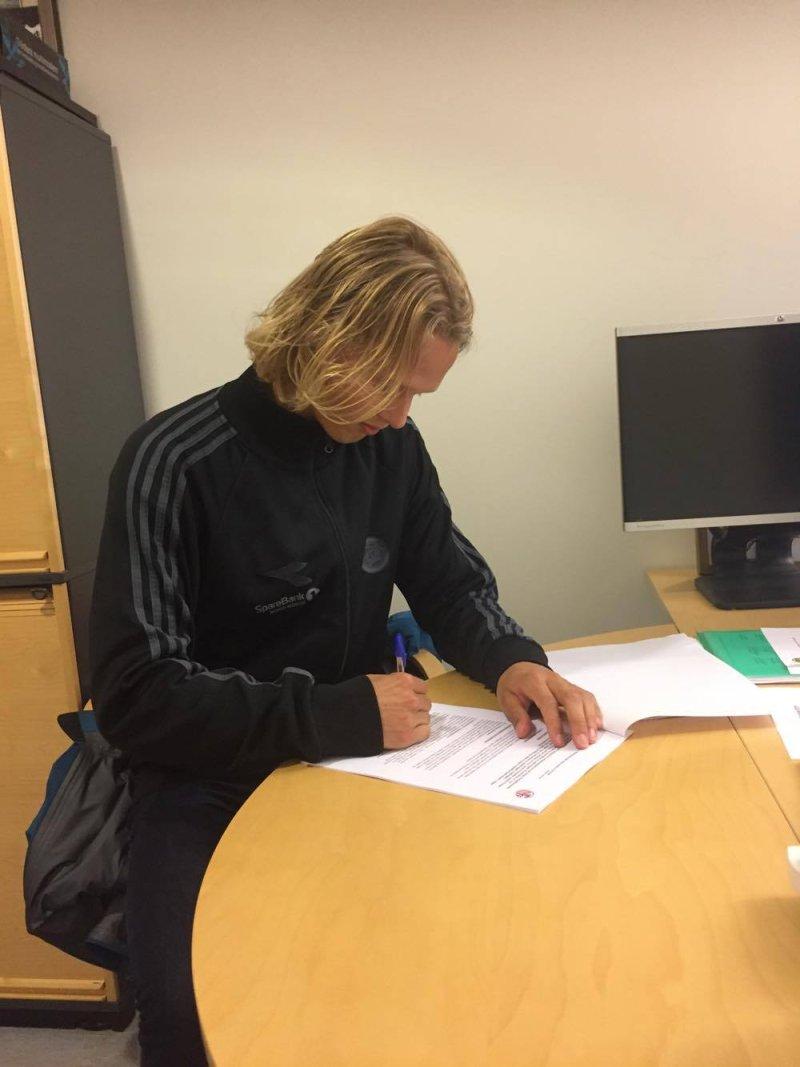 Ulrik Saltnes signerte tirsdag kveld ny kontrakt med Bodø/Glimt.