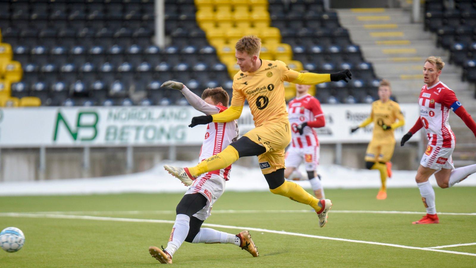 Kristian Fardal Opseth setter mål mot Tromsø IL.