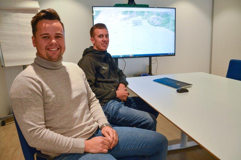 Løvold Solution AS i Bodø ved systemutviklerne Jørgen Skar og Simon Kaspersen. Begge er i teamet som drifter Havbruksbloggen. Foto: Lise Fagerbakk