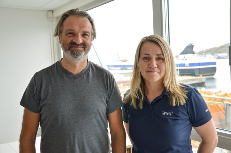 Løvold Solution AS i Bodø ved Jøran Johnsen og Isabelle Sande. De jobber for å ISO-sertifisere konsernet innen miljø og bærekraft. Foto: Lise Fagerbakk
