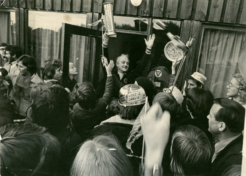 Beviset på at Bodø/Glimt er Norgesmestere 1975. Foto: Arkiv i Nordland
