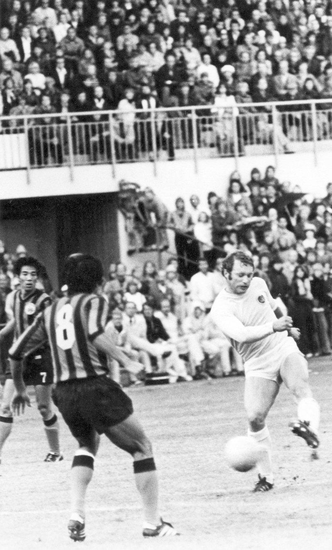 Arne Hanssen fyrer av et skudd mot Inter i Europacupen i 1978. Hanssen ble målscorer. Glimt tapte 2-1 og 7-1 sammenlagt. Foto: Arkiv i Nordland